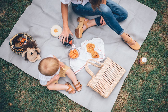 picnic-with-baby