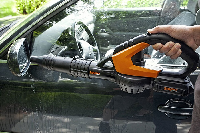 drying a car with a leaf blower