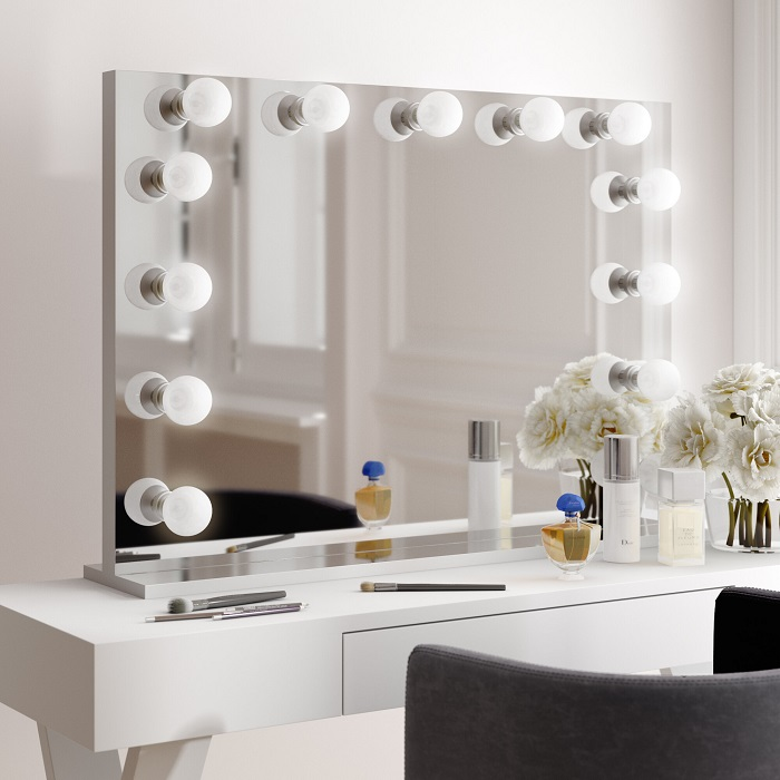 Makup mirror with lights