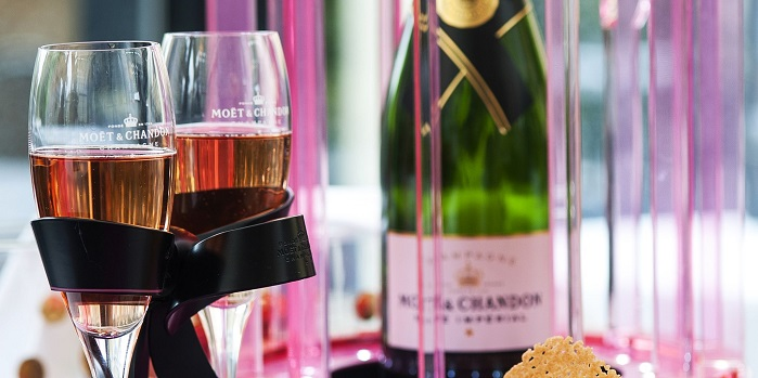 glasses of rose moet and chandon